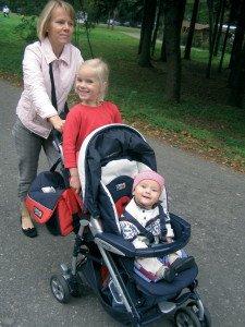 11 mėnesių Pijus su mama ir sese