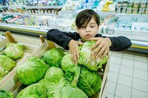 Kaip išsirinkti kokių daržovių bei vaisių reikia organizmui ir kokius kiekius suvalgyti? Pataria vaistininkas