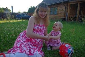 Redakcijos nėštukė Gražina su dukryte