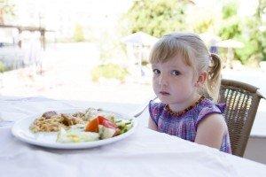 vaikas restorane