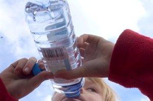 Ką, kiek ir kodėl turi išgerti vaikas. Ir kaip pripratinti gerti vandenį
