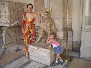 Laura su Emilija Vatikano muziejuje