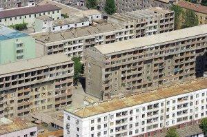 Kiemai iš vidaus skurdūs ir apgriuvę