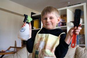 Nenaudojant agresyvių cheminių medžiagų į talką galima kviestis ir mažuosius pagalbininkus