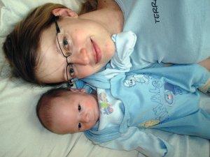 Gustui 1 mėnuo, su mama Santariškėse