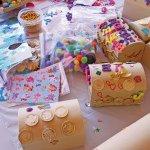 Plastikinis menas, kuriamas per gimtadienį