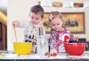 Pagrindinis vaikų mokymosi būdas – mėgdžiojimas