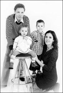 """Jūratė su šeima Studijos """"Leidyfoto"""" nuotr."""