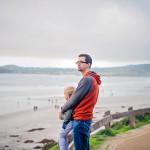 Carmel miestelio paplūdimy Jokūbas su tėčiu