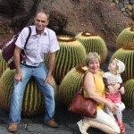 Su seneliais kaktusų parke.Lanzarotė