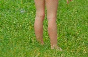 Vaikščiojimas basomis po žolę ramina vaiko nervus