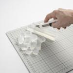2. Supjaustykite muilą smulkiai kubeliais