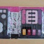 Vaikiškas kosmetikos rinkinys, užterštas stibiu. Pagaminta Kinijoje.