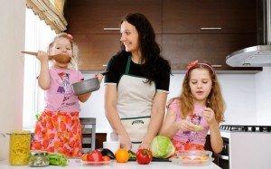 Juokitės kartu su vaiku, bet ne iš jo ir dar 9 patarimai, kaip susidraugauti su savo vaiku