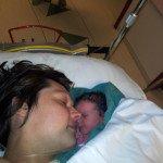 Po operacijos mamai iškart parodė kūdikį, paguldė į Ritos lovą, leido pabučiuoti
