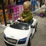 Žaislų parduotuvėse gali išbandyti beveik viską