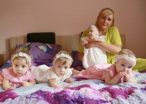 Pasiruošimas fotosesijai užtrunka, nes papuošti reikia ne vieną, o keturias princeses
