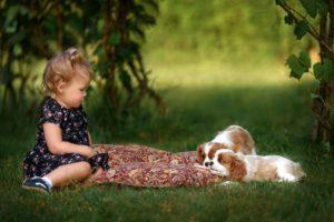 Vaikas ir šuo – myli viens kitą ir yra pavojingi vienas kitam