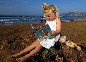 Paulai be galo patinka skaityti knygutes apie save