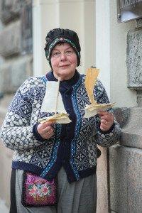 Tautodalininkė Angelė Rauktienė iki šiol gamina senovinius žaisliukus iš kaulų