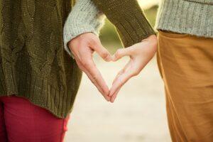 Pirmoji meilė – iššūkis ne tik paaugliams, bet ir tėvams, ypač per karantiną