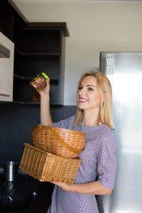 Efektyvaus namų tvarkymosi konsultantė Giedrė Bagdonienė  Su autorė galite susisiekti adresu giedrute.bagdoniene@gmail.com  Facebook.com/tvarkos magija