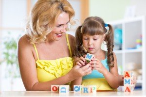 Pavyzdžiui, 4–5 metų vaikai geba suskaičiuoti, kiek žodžių yra sakinyje, atpažįsta besirimuojančius žodžius