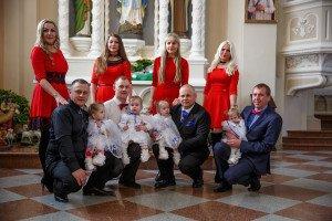 4 sesutės ir 8 krikštatėviai