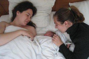 Miglė su Ingula po antrojo gimdymo, kuris truko vos porą valandų
