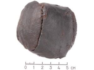 Odinis kamuolys XV-XVI a. Foto V. Abramausko, Valdovų rūmų muziejus