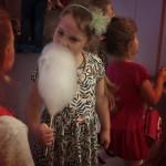 Cukraus vatą vaikai gaminosi patys