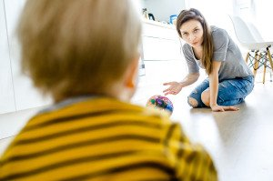 10 pagrindinių fizinių gebėjimų, kuriuos turi mokėti atlikti 7–40 mėnesių vaikas