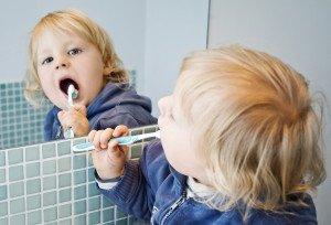 Ar reikia pieniniams dantims dantų higienisto paslaugų?