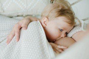 Padėkite – pieno krizė! Ką daryti, kai kūdikis atrodo nepasisotinęs, o krūtys tuščios?