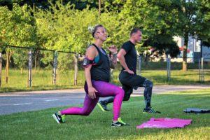 Nėštumas 9 mėnesiai, Jurgita veda grupines treniruotes. Photo Briedis ir Garbanė