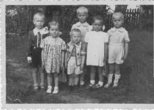 mama 1956 su draugais