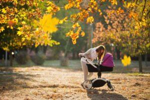 Kaip išsiruošti su kūdikiu į lauką, kai lyja, šąla, niūru, vėjuota