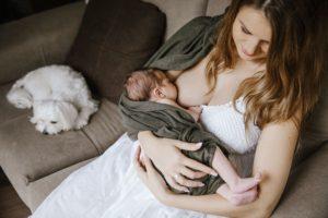 Kūdikiui pučia pilvuką. Ką valgyti žindančiai mamai?