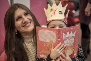 """Vaikų kurtų pasakų knyga """"Gražiausia ir laimingiausia karalaitės pasaulyje"""" – nemokamai"""