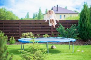 """Kaip pakelti vaiką nuo sofos ir """"užkrėsti"""" jį sportu? Pataria psichologė"""