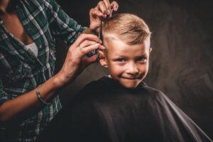 Viskas apie pirmąjį vaikų plaukų kirpimą