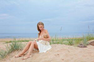 Žindanti mama ir vasaros malonumai