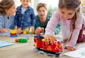 LEGO ir DUPLO kaladėlės švenčia 50-metį