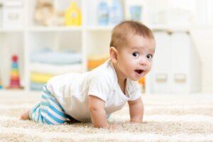 Ropojimas yra svarbus kūdikio ridos etapas, į kurį nereikėtų numoti ranka