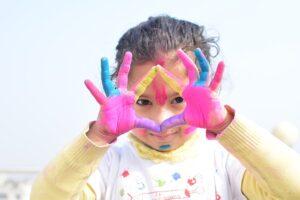 Vaikai ir spalvos: kodėl dauguma kūdikių renkasi juodą?