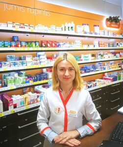 """sako """"Gintarinės vaistinės"""" vaistininkė Inga Pociulienė."""