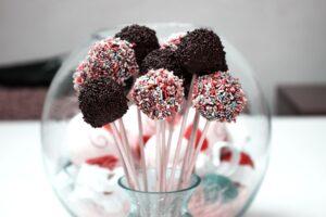 Lentelė, kokie saldumynai palankiausi dantukams, o kokie – ėduoniui