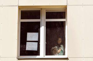 Karantino pamokos Gimdymo namuose: gydytojai iš gimdyvės palydovų paliktų TIK vyrą