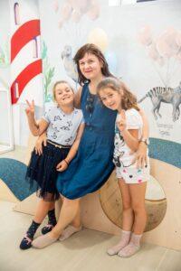 Redaktorė Neila su dukryte Marcele ir anūke Adel