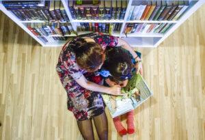 5 priežastys, kodėl vaikams turite pasakoti istorijas